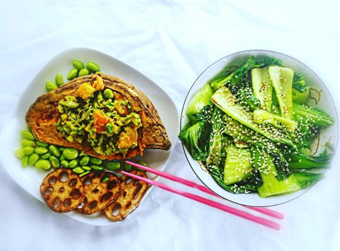 Fancy Süßkartoffel mit Avocado-Dip und Asia-Veggies