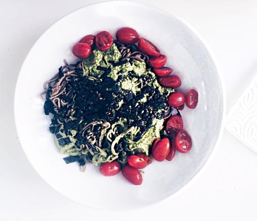 Vegan Soba mit homemade pesto einfaches rezept gesund