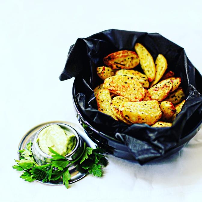 Wahnsinns Kartoffel-Wedges! Und vegane Sour Cream!