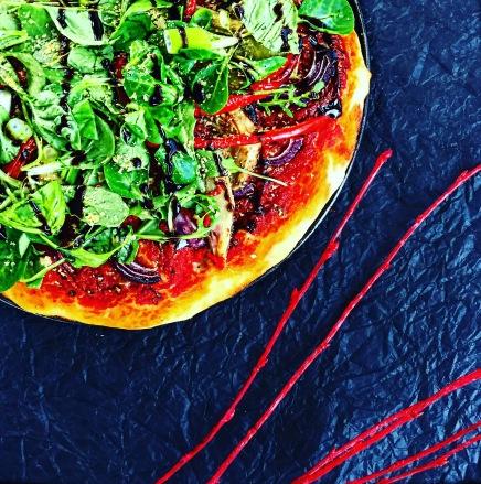 vegane-pizza-vegan-belegen-belag-selber-backen-einfach-ohne-kaese