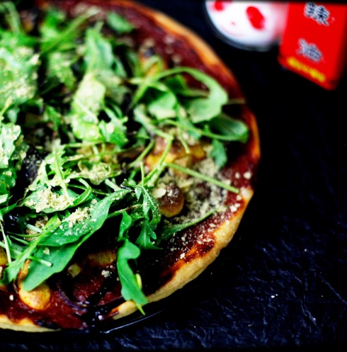 vegane-pizza-vegan-selber-backen-teig-belag-belegen