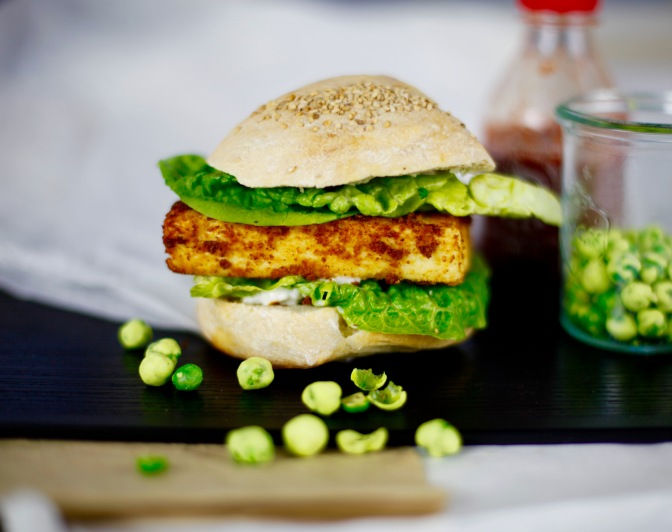 Veganer Filet Burger á la KFC | Weihnachten in Japan?