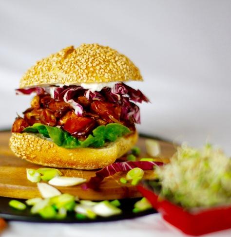 pulled-pork-vegan-burger-rezept-fleischersatz-jackfruit-kaufen