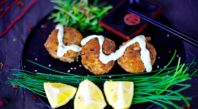 Vegane Fischfrikadellen mit cremiger Dill-Sauce!