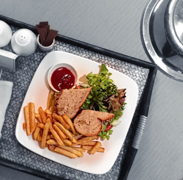 vegan-sandwich-thailand-bangkok-hotel