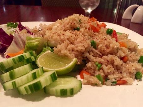 Fried Rice mit Erbsen und Möhren