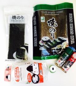 Nori-Blätter, Gewürze, Stanze und Onigiri-Form