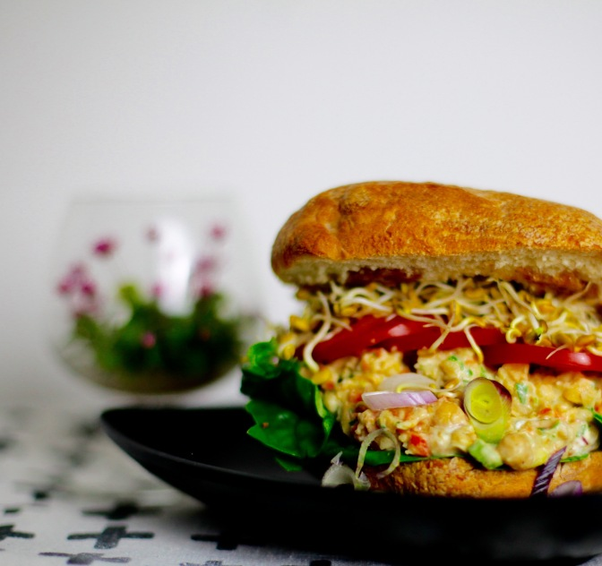 Vegane Lunch-Idee: Würziger Kichererbsen-Salat!