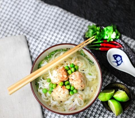 Nudelsuppe supreme asia suppe vegan fisch baellchen