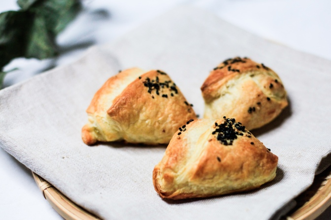 Griechisch inspiriert: Vegane Spanakopita mit Tsatsiki