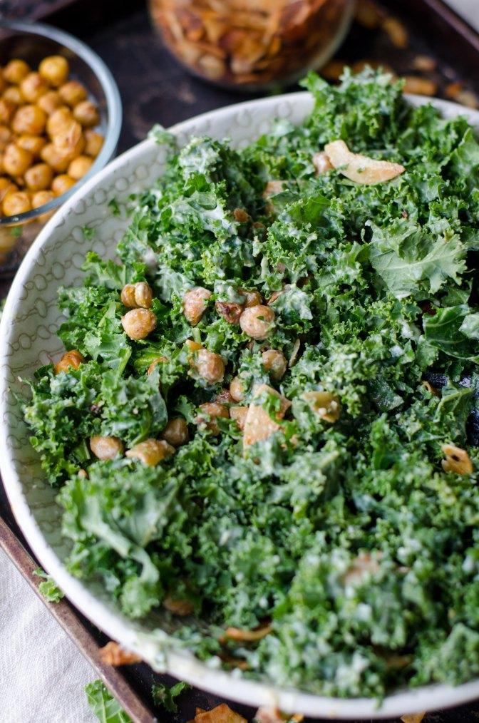 Köstliches Superfood! Veganer Grünkohl-Salat!